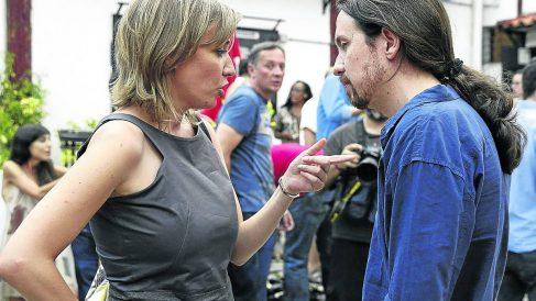 Tania Sánchez y Pablo Iglesias. (Foto: EFE)