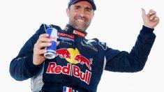 Peterhansel celebra su triunfo en el Dakar.