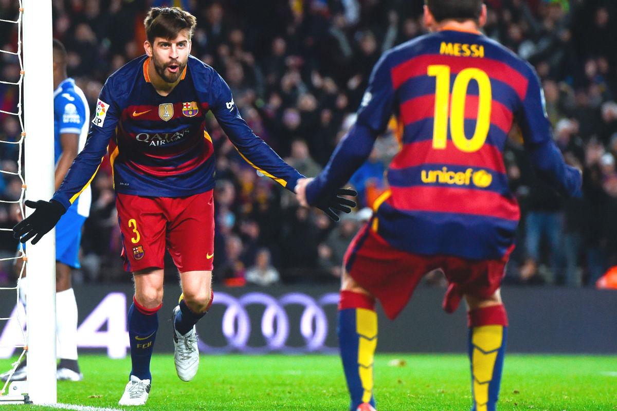 Piqué celebra con Messi el tercer gol del Barça. (Getty)