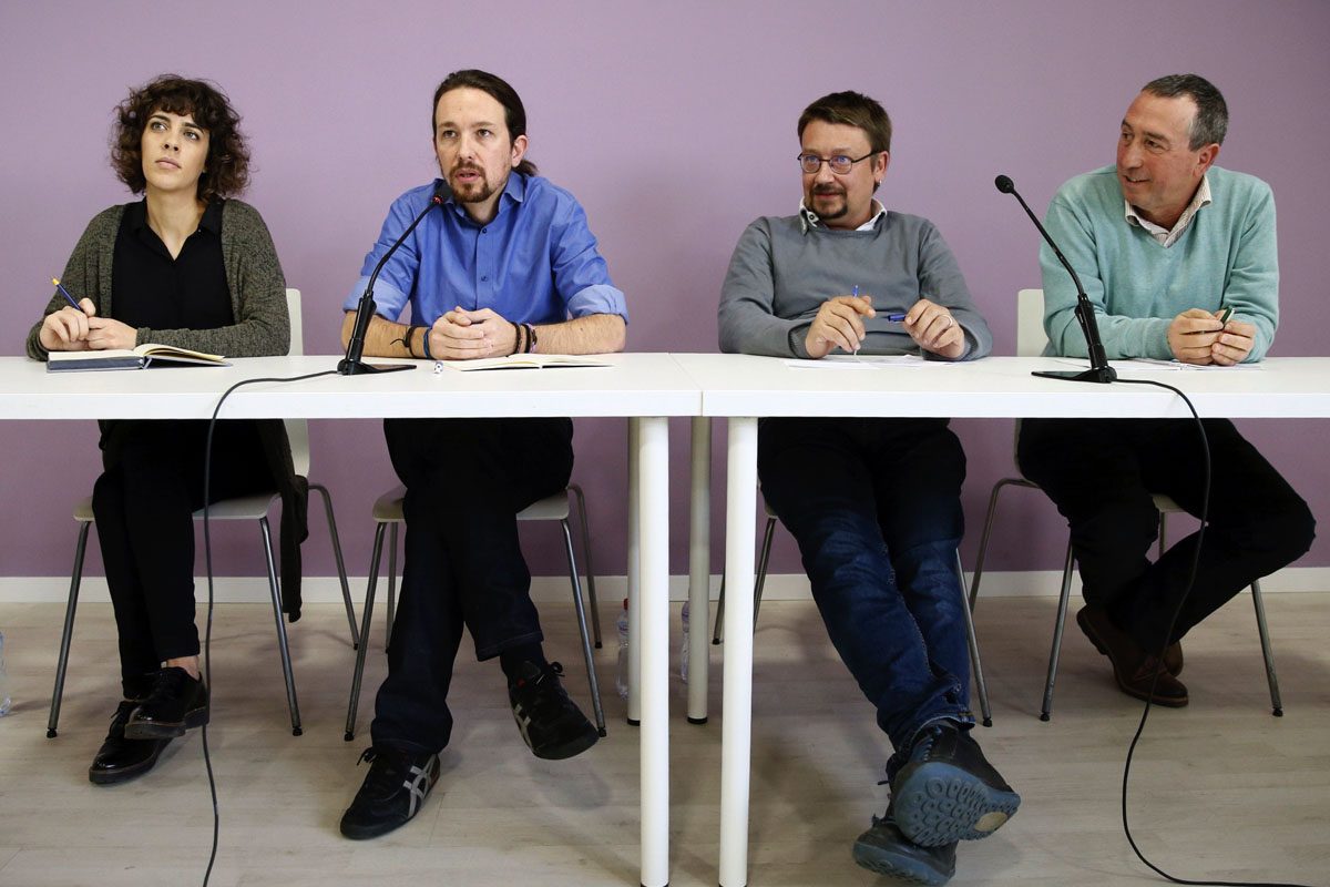 Iglesias con los responsables de En Marea, En Comú Podem y Compromís Podemos. (Foto: EFE)
