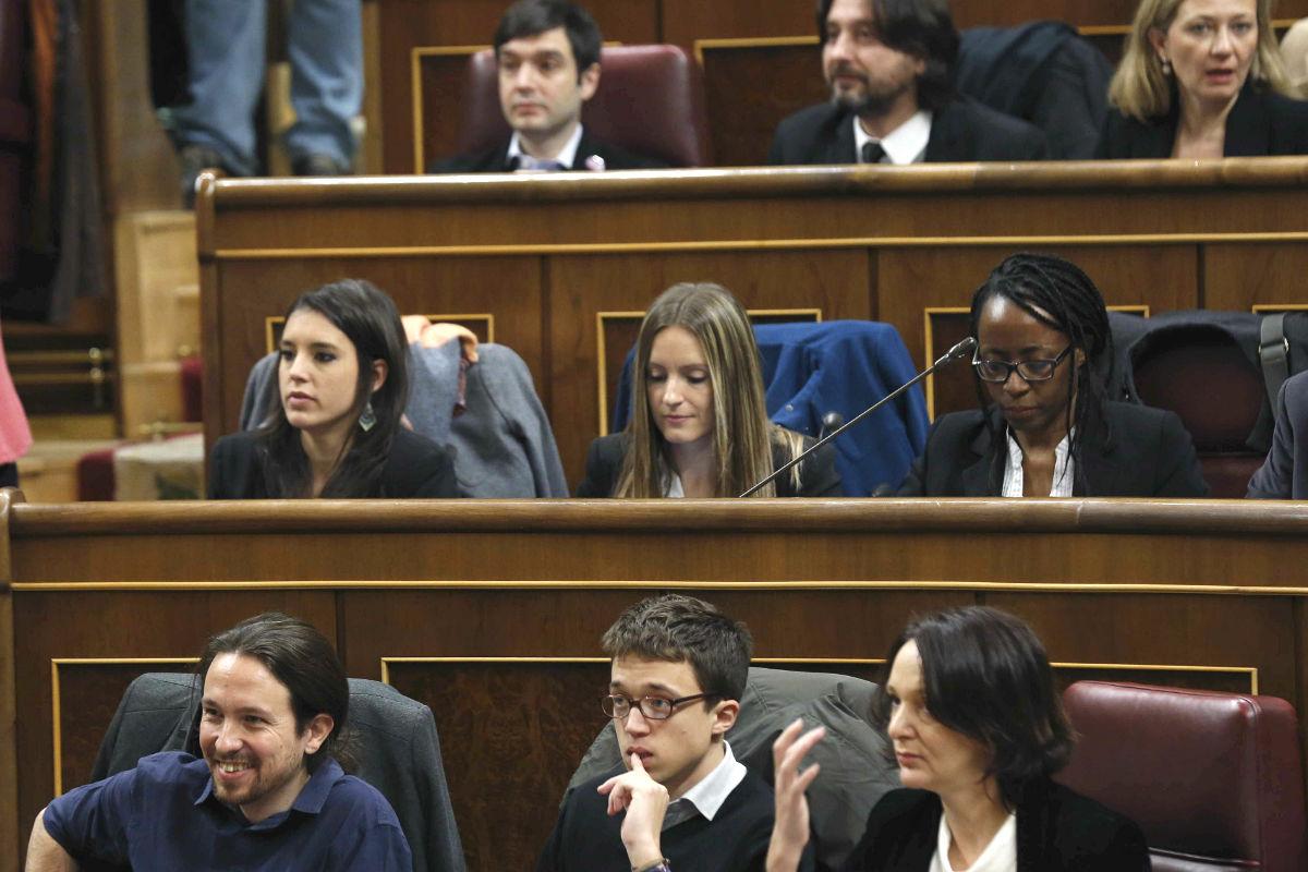 Grupo de Podemos en el Congreso. (Foto: EFE)