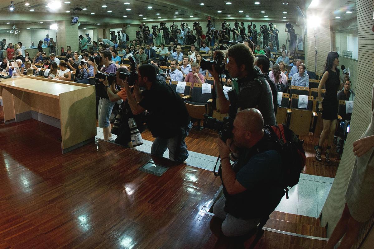 La sala de prensa del Bernabéu, abarrotada de periodistas. (AFP)