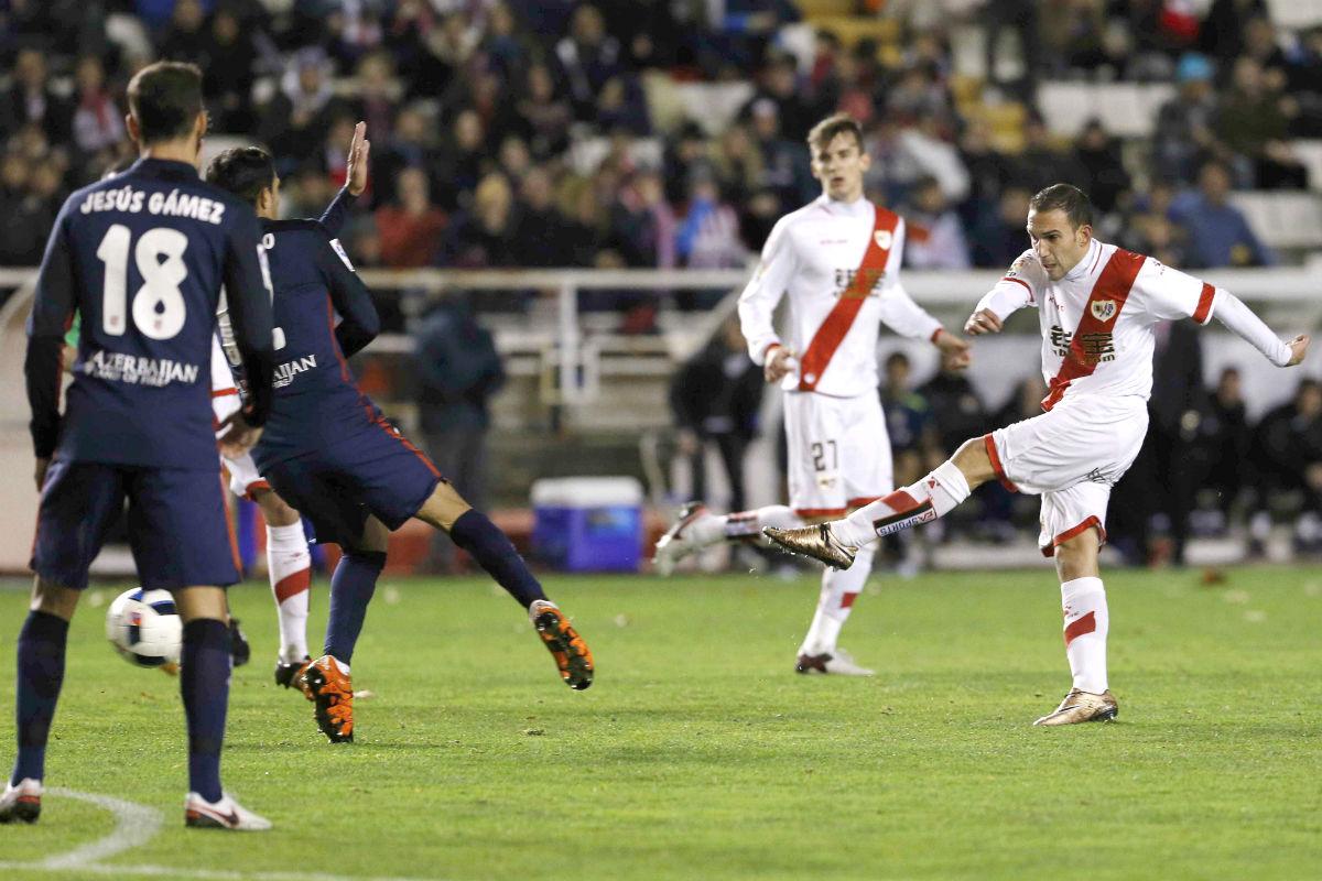 Este zurdazo de Nacho que se convirtió en el primer gol del Rayo. (EFE)