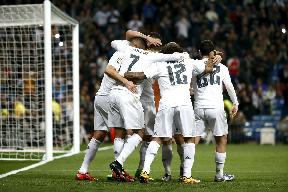 Los jugadores del Real Madrid celebran uno de los goles al Espanyol. (Reuters)