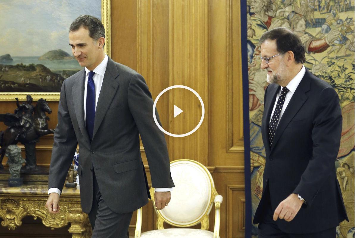 El Rey Felipe VI con el presidente del gobierno en funciones, Mariano Rajoy. (Foto: EFE)