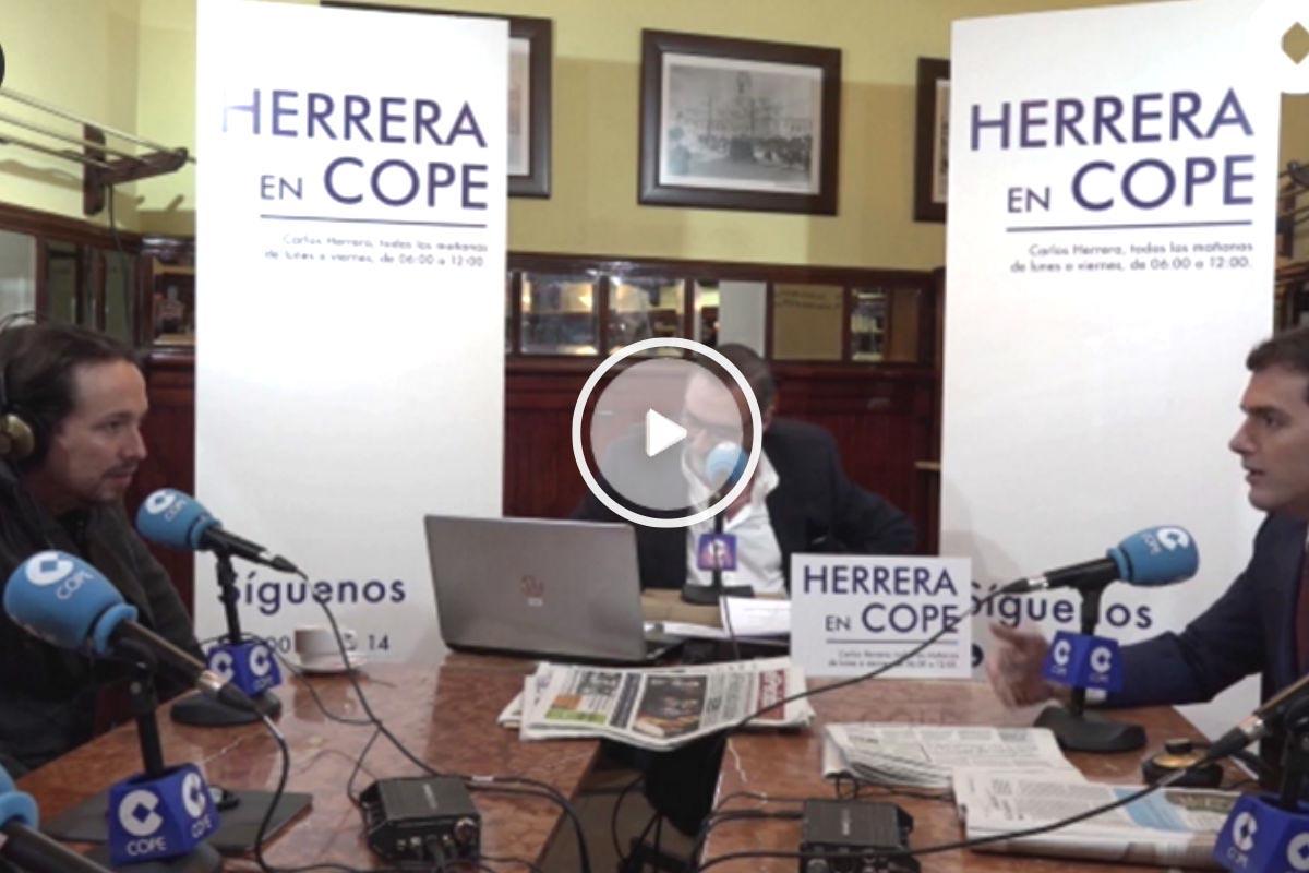 El secretario general de Podemos, Pablo Iglesias, y el líder de Ciudadanos, Albert Rivera, durante su discusión