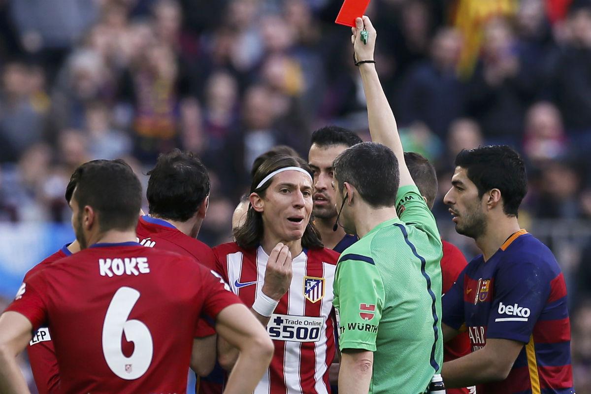 Filipe Luis, uno de los protagonistas del último Barcelona-Atlético. (AFP)