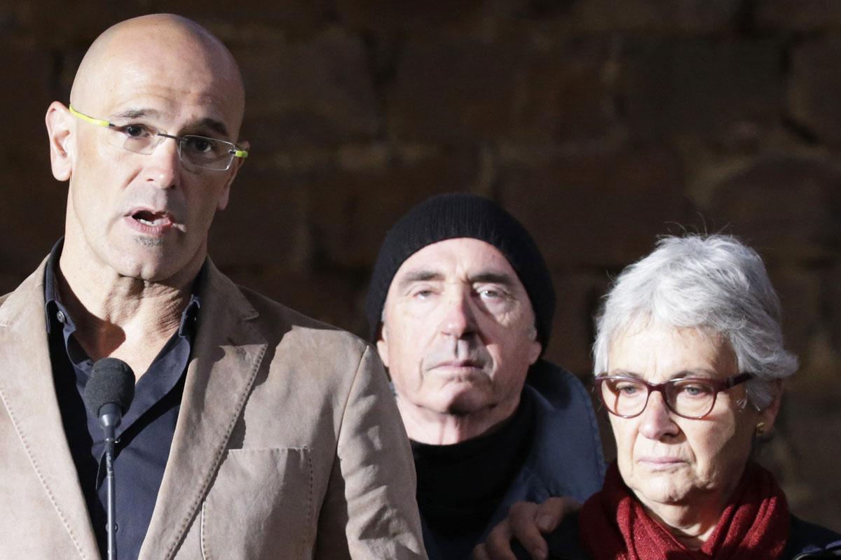 Muriel Casals junto a Raül Romeva. (Foto: AFP)