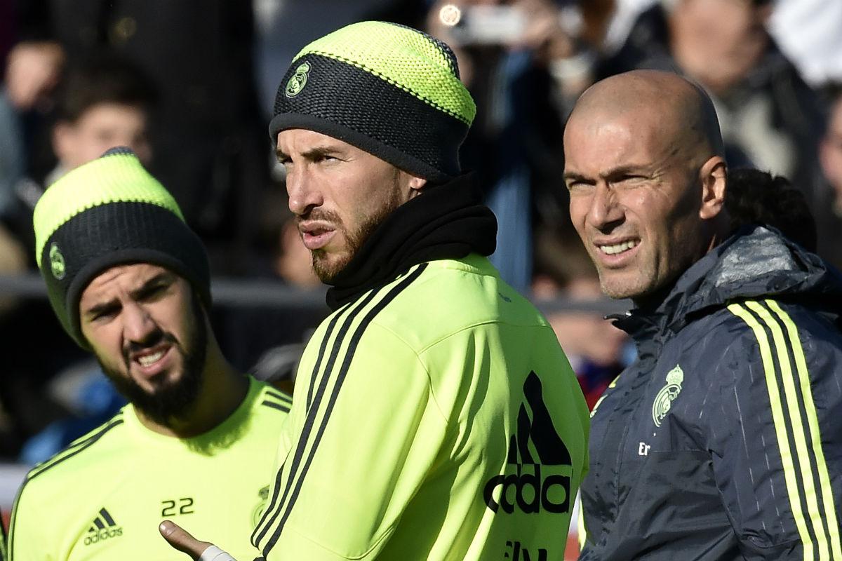 Sergio Ramos y Zidane, en un entrenamiento. (AFP)