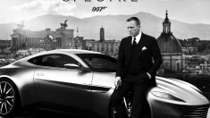 Daniel Craig junto a un Aston Martin DB10.
