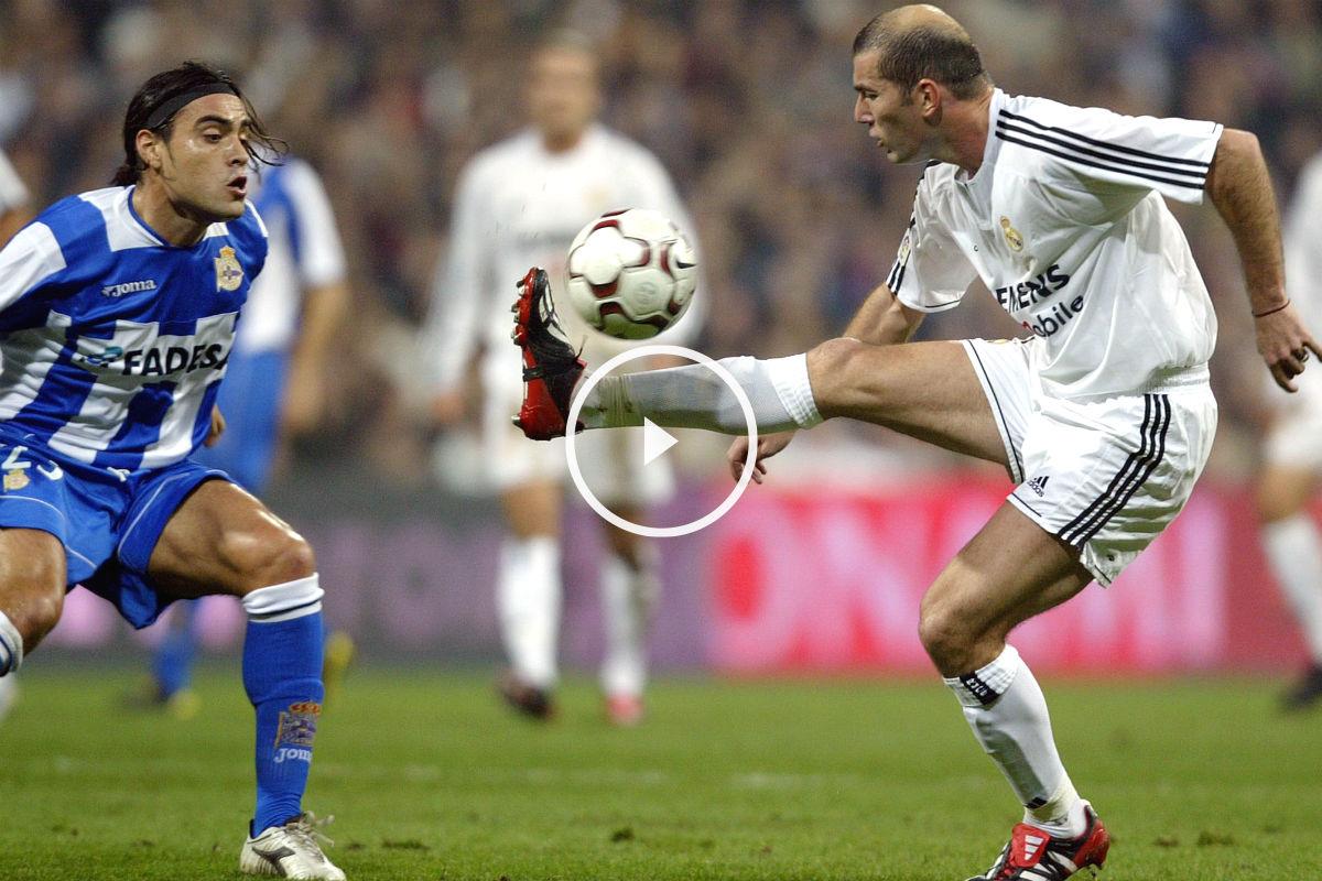 Zidane controla un balón ante Duscher en un partido contra el Depor. (AFP)