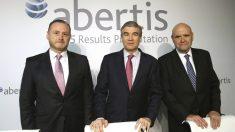 Francisco Reynés , junto a José Aljara y J.M.Hernández. (Foto: EFE)
