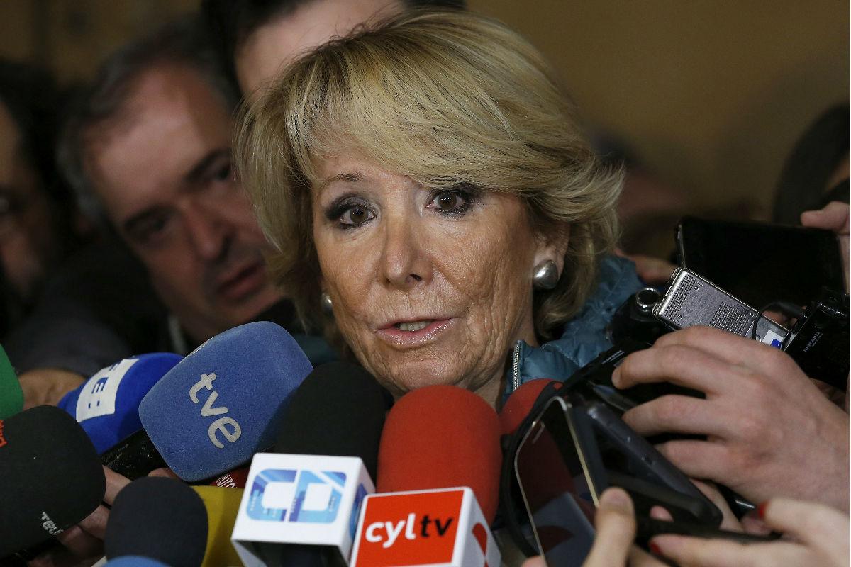 Esperanza Aguirre antes de entrar en la Asamblea de Madrid. (FOTO:EFE)
