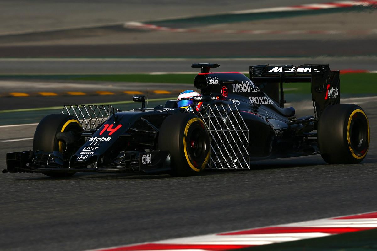 Fernando Alonso, haciendo pruebas de aerodinámica en Montmeló. (Getty)