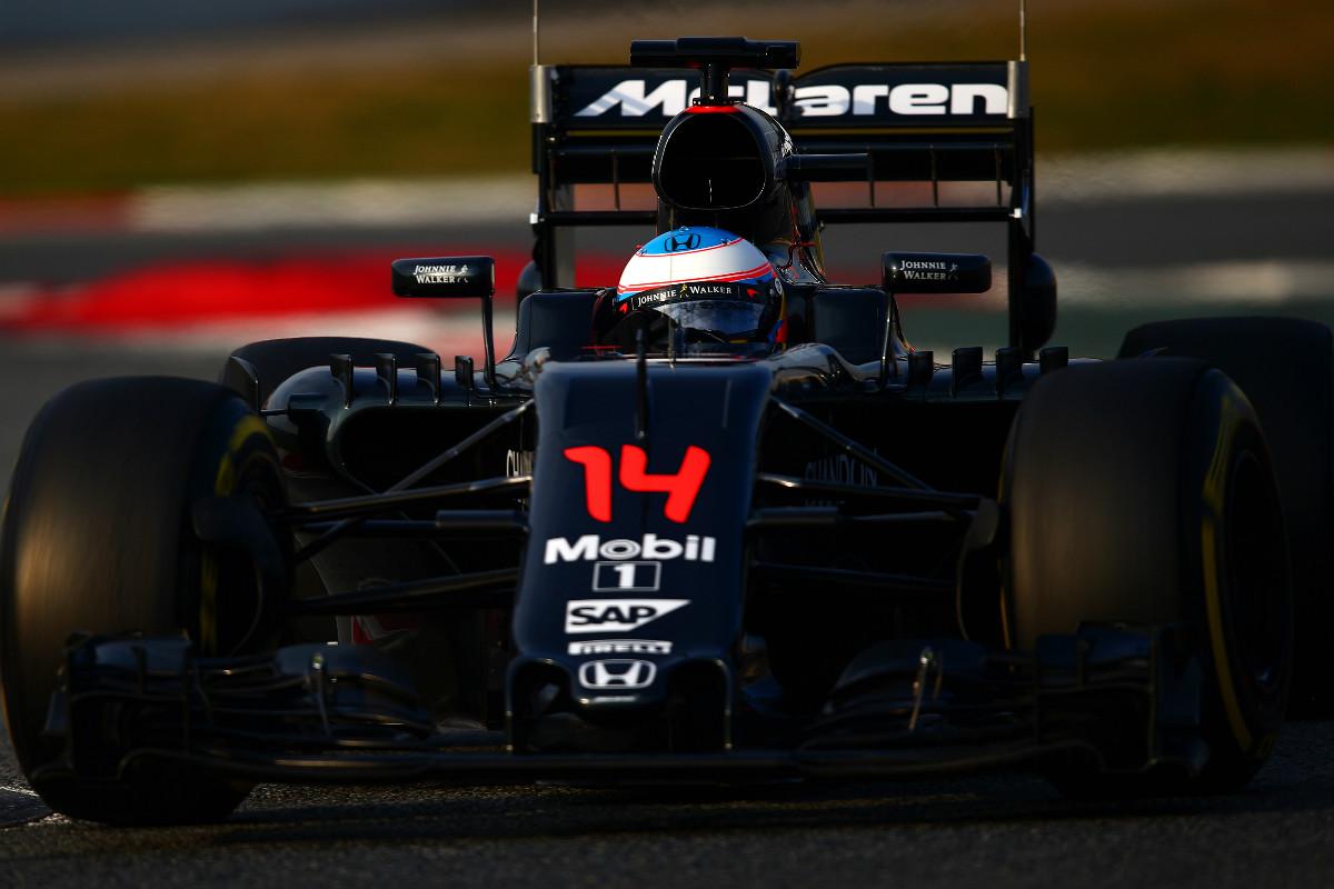 Fernando Alonso, en una de las tres vueltas que dio a Montmeló. (Getty)