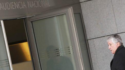 Arturo Fernández entrando en la Audiencia Nacional (Foto: EFE)