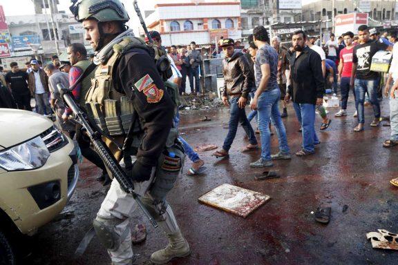 La policía patrulla la zona atacada por el Estado Islámico (Foto: Reuters)