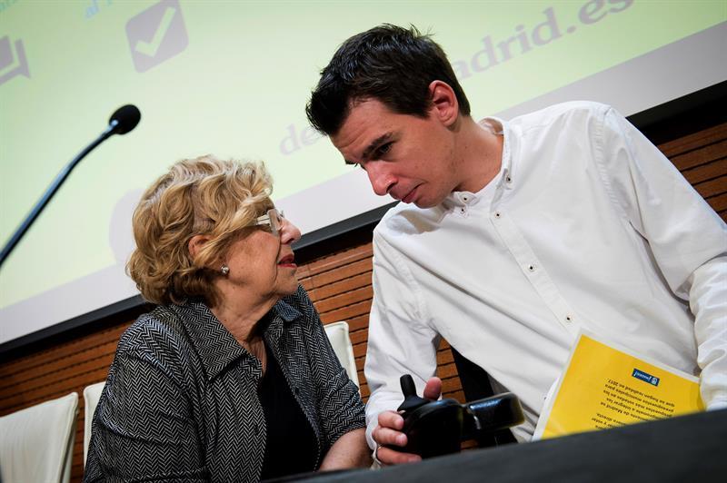 Carmena y Soto ante el que dicen que será el mayor proceso de participación. (Foto: EFE)