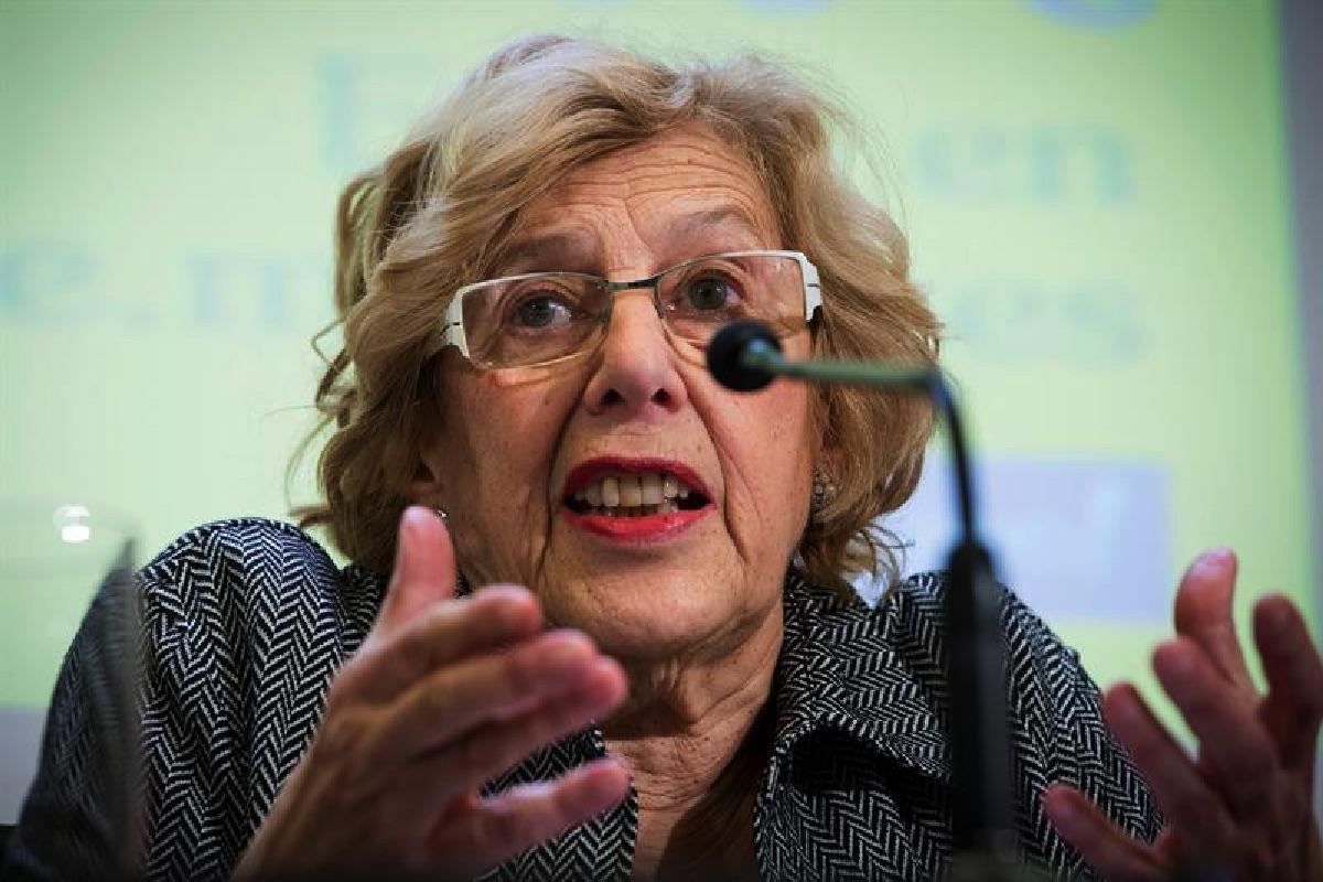 La alcaldesa madrileña en rueda de prensa. (Foto: EFE)