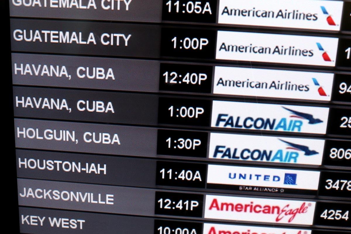 Panel con información de vuelos con destino a La Habana. (Foto: AFP)