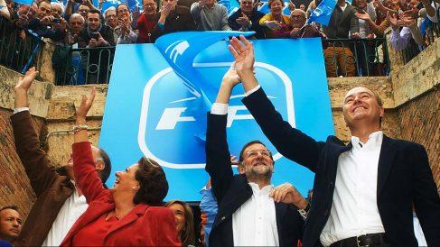 Rita Barberá, Mariano Rajoy y Alberto Fabra durante un mitin del PP en Valencia. (Foto: Getty)