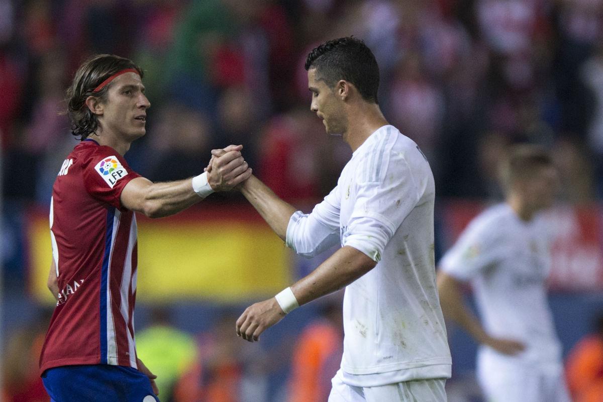 Cristiano Ronaldo y Filipe Luis en el último derbi