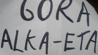 Imagen de la pancarta que mostraron los miembros de la compañia.