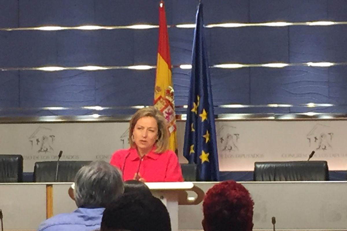 Ana Oramas en rueda de prensa en el Congreso. (Foto: Nuria Val)