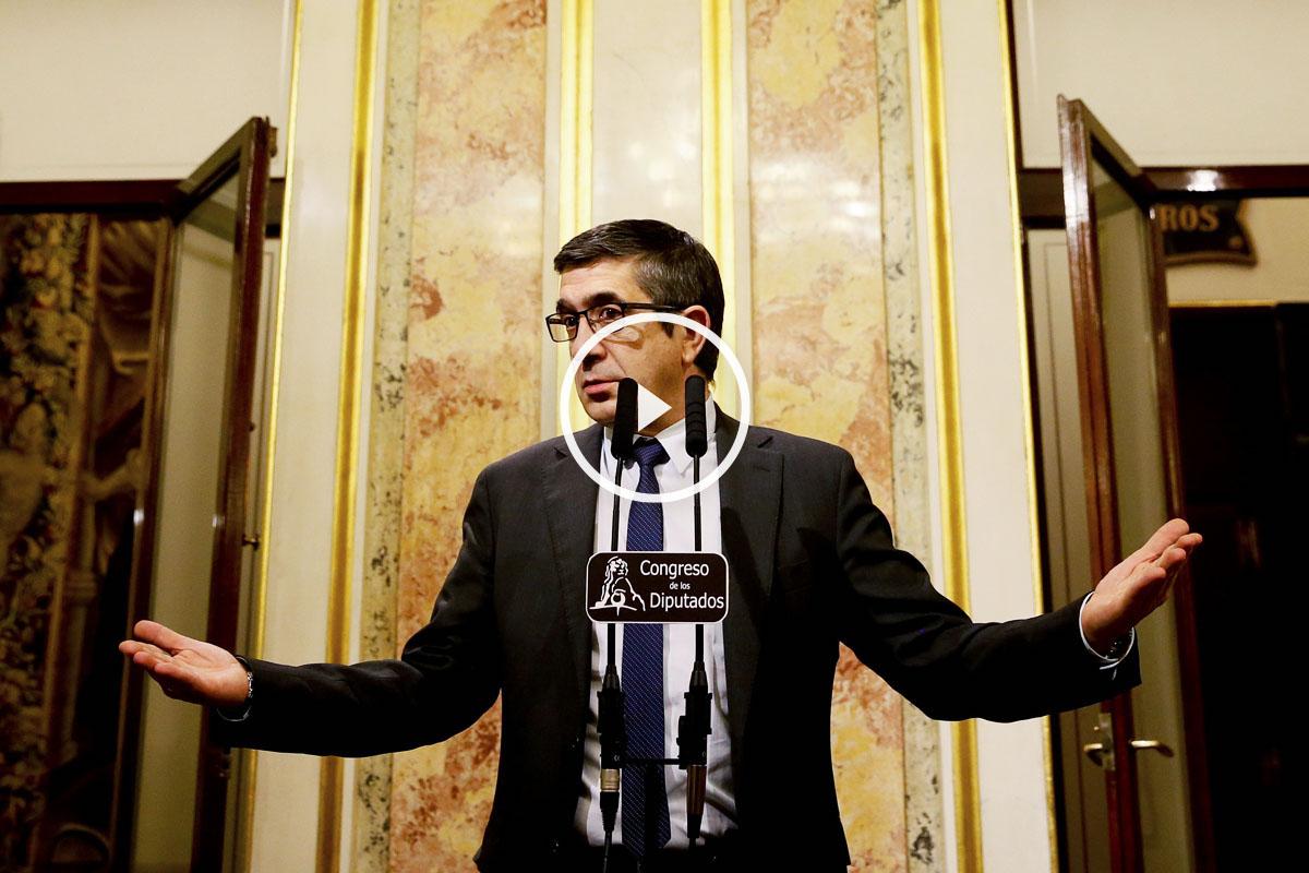 El presidente del Congreso, Patxi López, en la comparecencia para anunciar que el Rey pidió a Pedro Sánchez la formación de Gobierno. (foto: EFE)