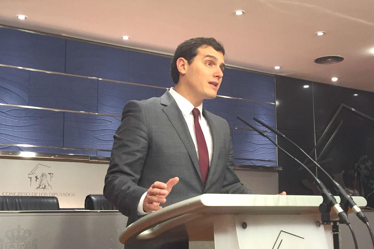 Albert Rivera en rueda de prensa en el Congreso. (Foto: Nuria Val)