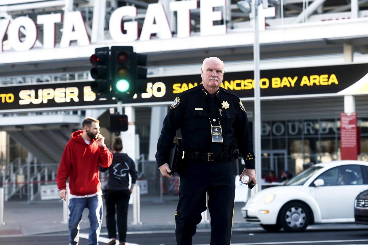 La Policía está tomando posiciones en torno al Levi's Stadium de Santa Clara (Foto: Reuters)