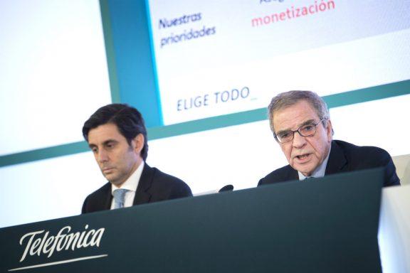 El presidente de Telefónica, César Alierta, y el consejero delegado, José María Álvarez-Pallete, hoy durante la presentación hoy de los resultados de 2015. (Foto:EFE/Luca Piergiovanni)