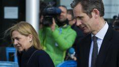 Iñaki Urdangarin y la infanta Cristina, hoy a su llegada a la sala de vistas (Foto: AFP)