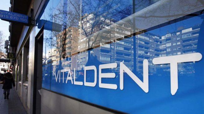 Vitaldent no levanta cabeza: siguen las demandas tanto de franquiciados como de clientes
