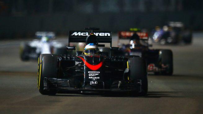 SINGAPUR - SEPTEMBER 20: Fernando Alonso de McLaren-Honda durante el GP de SIngapur (GETTY)