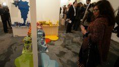 Una visitante observa una de las obras de arte expuestas en la edición de 2015 de ARCOmadrid. (Foto: Getty)