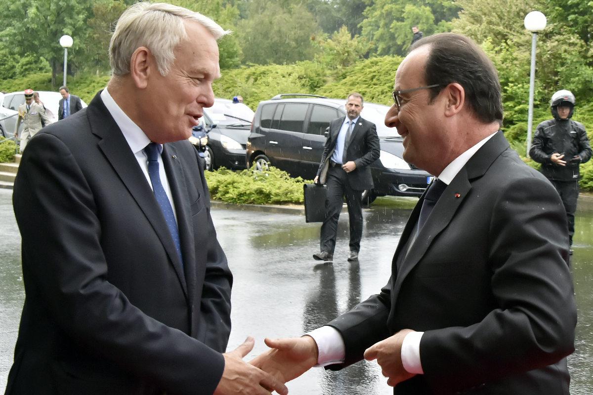 Ayrault y Hollande en un reciente acto conjunto. (Foto: AFP)