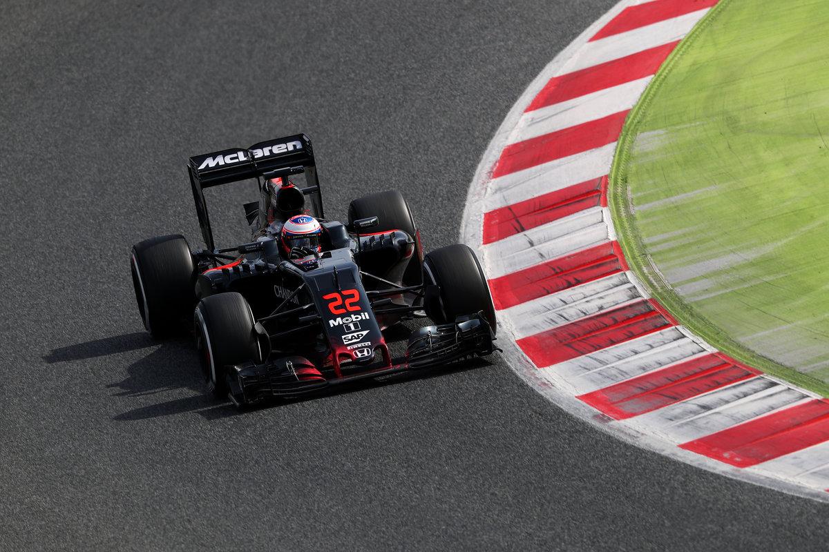 Jenson Button durante la tercera jornada de test en Barcelona (Getty)