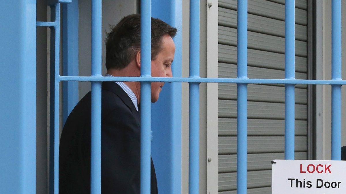 David Cameron visita una cárcel en Rugby, Inglaterra. (Foto: Getty)