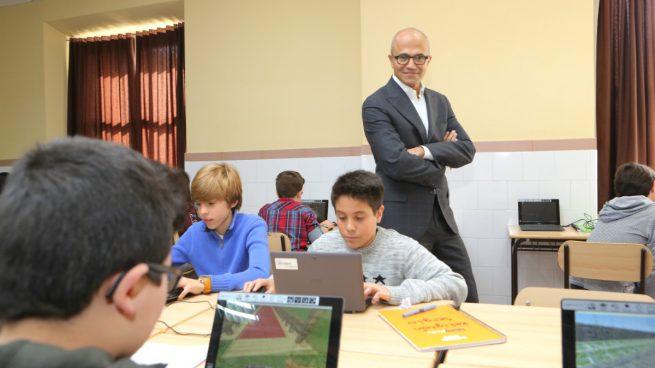 El consejero delegado de Microsoft también pasa de Colau y cambia Barcelona por Madrid