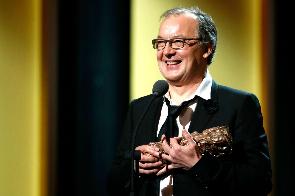 El director de 'Fátima', Philippe Faucon, con el premio (Foto: AFP).