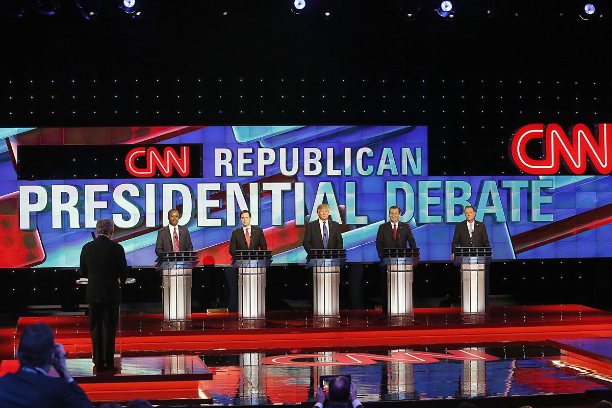 Plató de CNN con todos los candidatos dispuestos. (Foto: AFP)