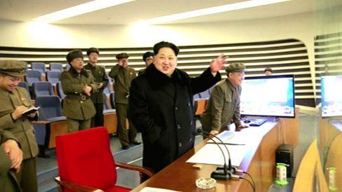 Kim Jong-un supervisando el lanzamiento de un misil (Foto: AFP).