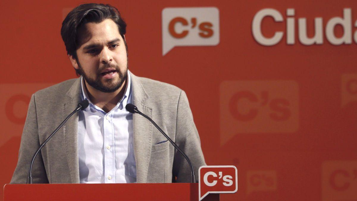 El secretario de Comunicación de C's, Fernando de Páramo, ha criticado que la Corporació Catalana de Mitjans Audiovisuals (CCMA) emita la noche de este sábado el discurso navideño del Rey por el canal informativo 3/24 y no por TV3: «TV3 la pagamos todos los catalanes y no puede dejar de emitir contenidos por decisiones políticas».
