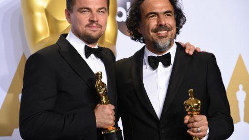 DiCaprio e Iñárritu con su Oscar. (Foto: AFP)