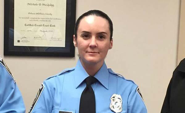 Una policía muere y otros dos resultan heridos en un tiroteo en el estado de Virginia
