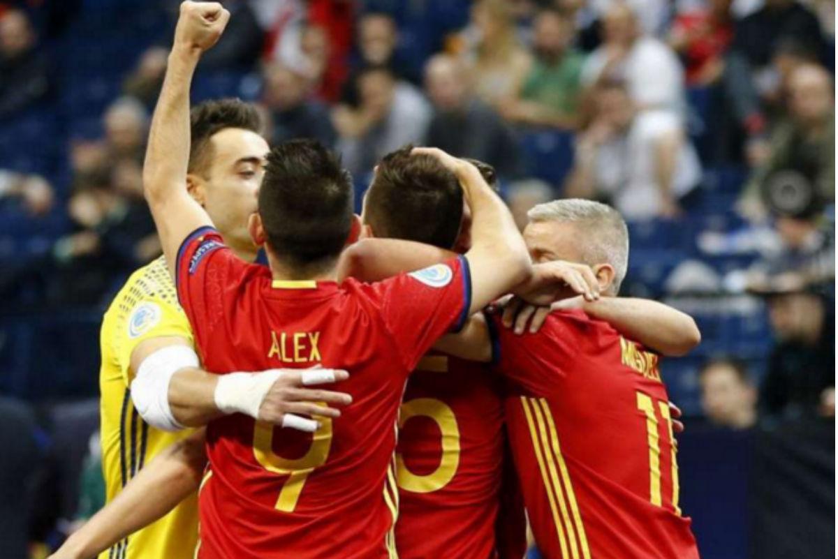 Los jugadores de la selección española celebran uno de los goles.