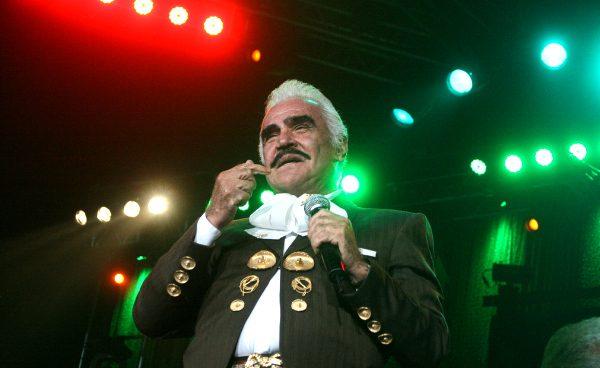 Vicente Fernández deja los escenarios con un concierto gratuito en el Azteca de México