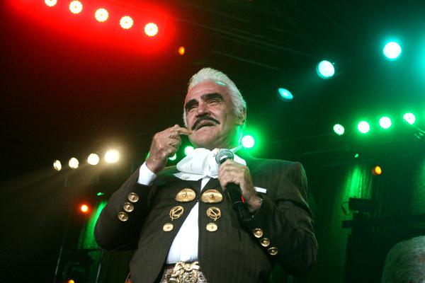Vicente Fernández se retira a los 75 años.