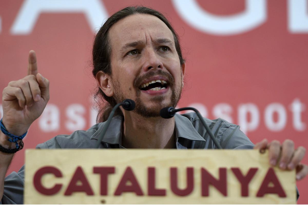 Pablo Iglesias, en un mitin en Cataluña de una de sus marcas pro referéndum. (Foto: AFP)
